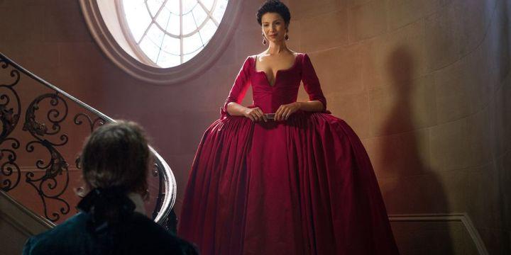hbz-outlander-s2e2-claire-red-dress-1504236788